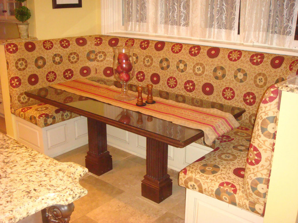 Banquette & Settees
